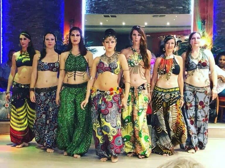 Groupe de sept danseuses