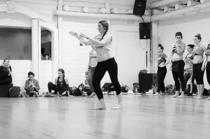 Danseuse qui donne un cours