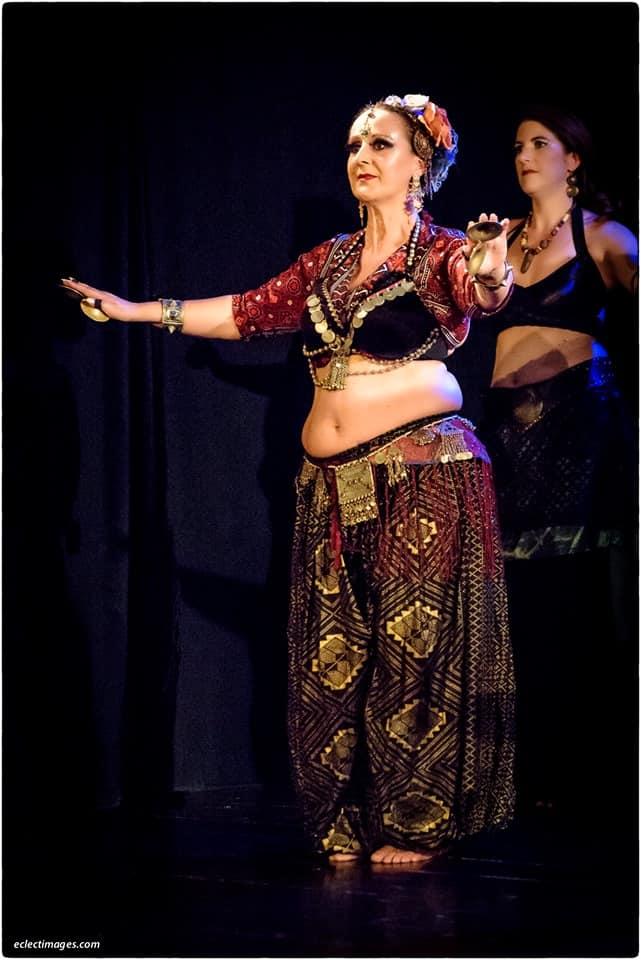 Deux danseuses sur scène