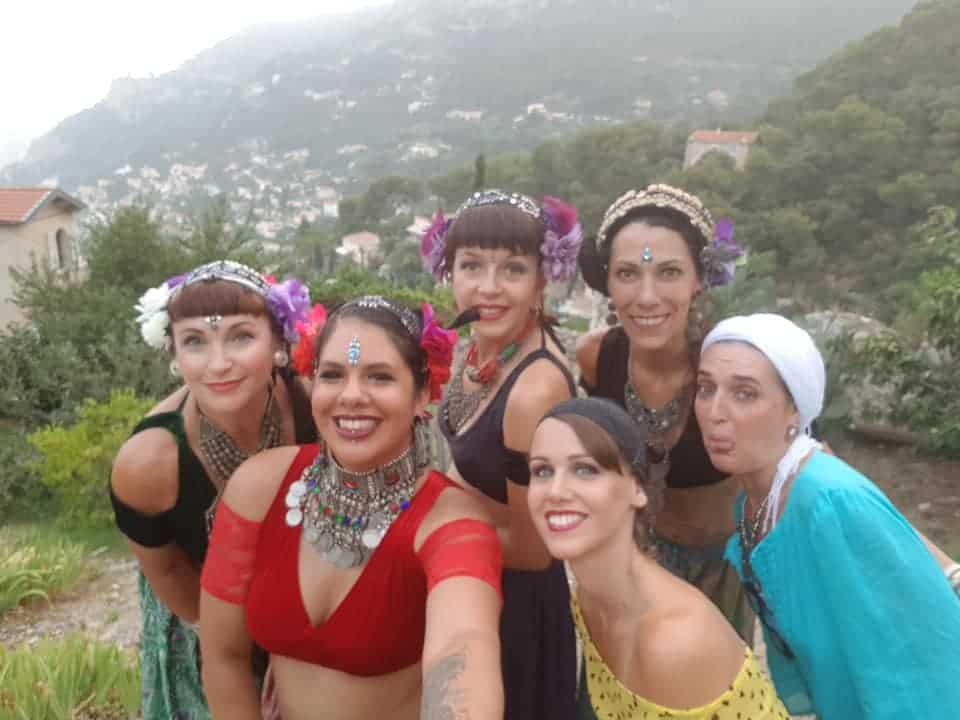 6 danseuses prennent la pose dans la nature