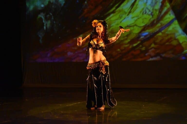 Danseuse solo sur scène