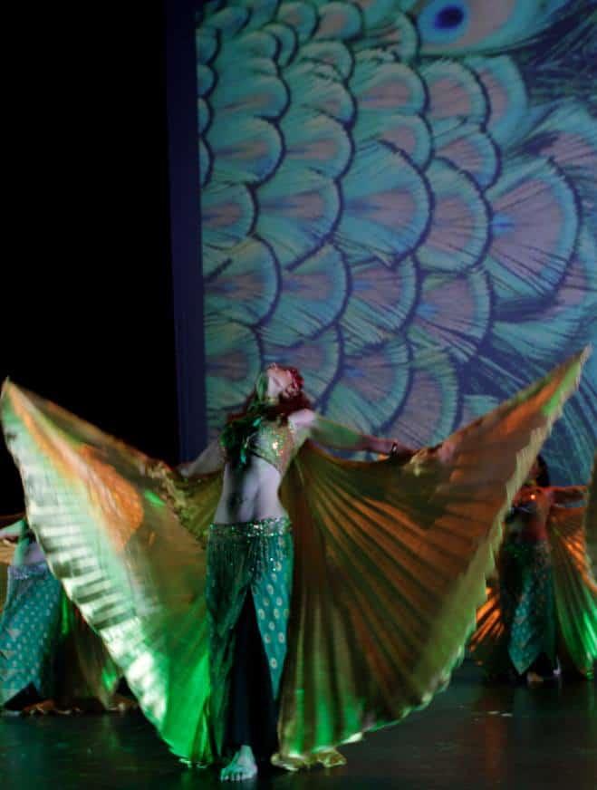 Danseuse avec des ailes d'Isis