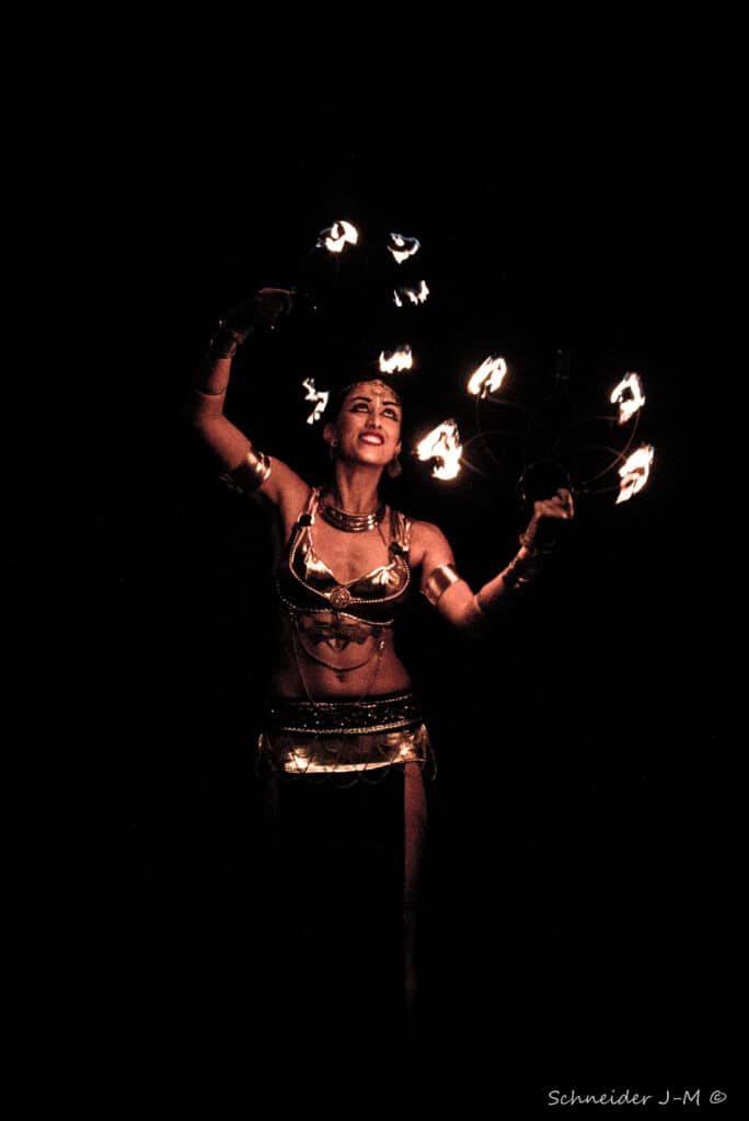 Carole Kali Kalisuma J M Schneider Spectacle Apophis De La Cie Hanabi Circus 2019