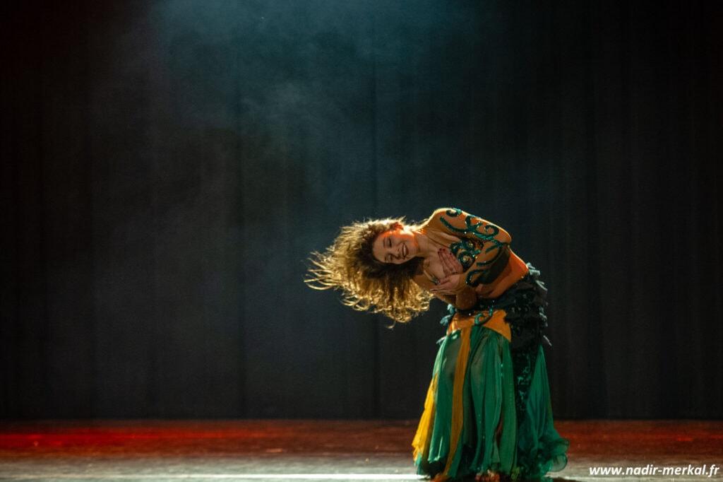 Danseuse avec mouvement de cheveux